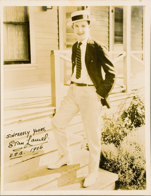 14: STAN LAUREL SIGNED PHOTOGRAPH FROM 1926