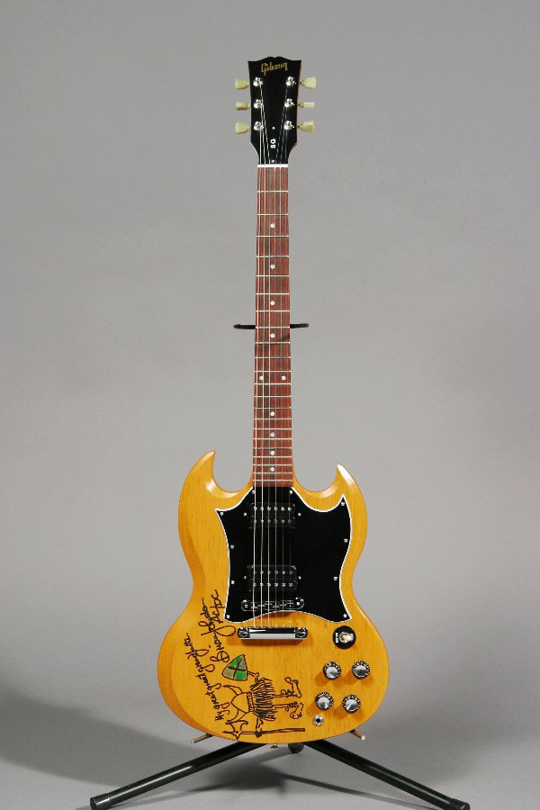 1005: BRIAN JOHNSON/AC/DC DESIGNED GIBSON GUITAR