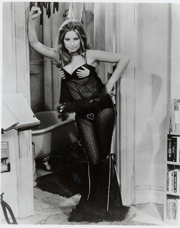 84: Barbra Streisand Owl And The Pussycat Costume - 4