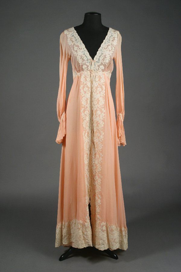 197: Barbra Streisand Juel Park Pink Dressing Gown