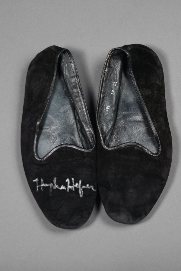 1003: PLAYBOY:  Hugh Hefner Signed Slippers