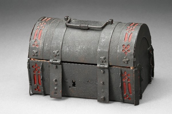 2: Rudolph Valentino Owned Metal Chest