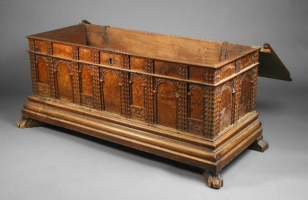 8: Rudolph Valentino Owned Trunk - 2