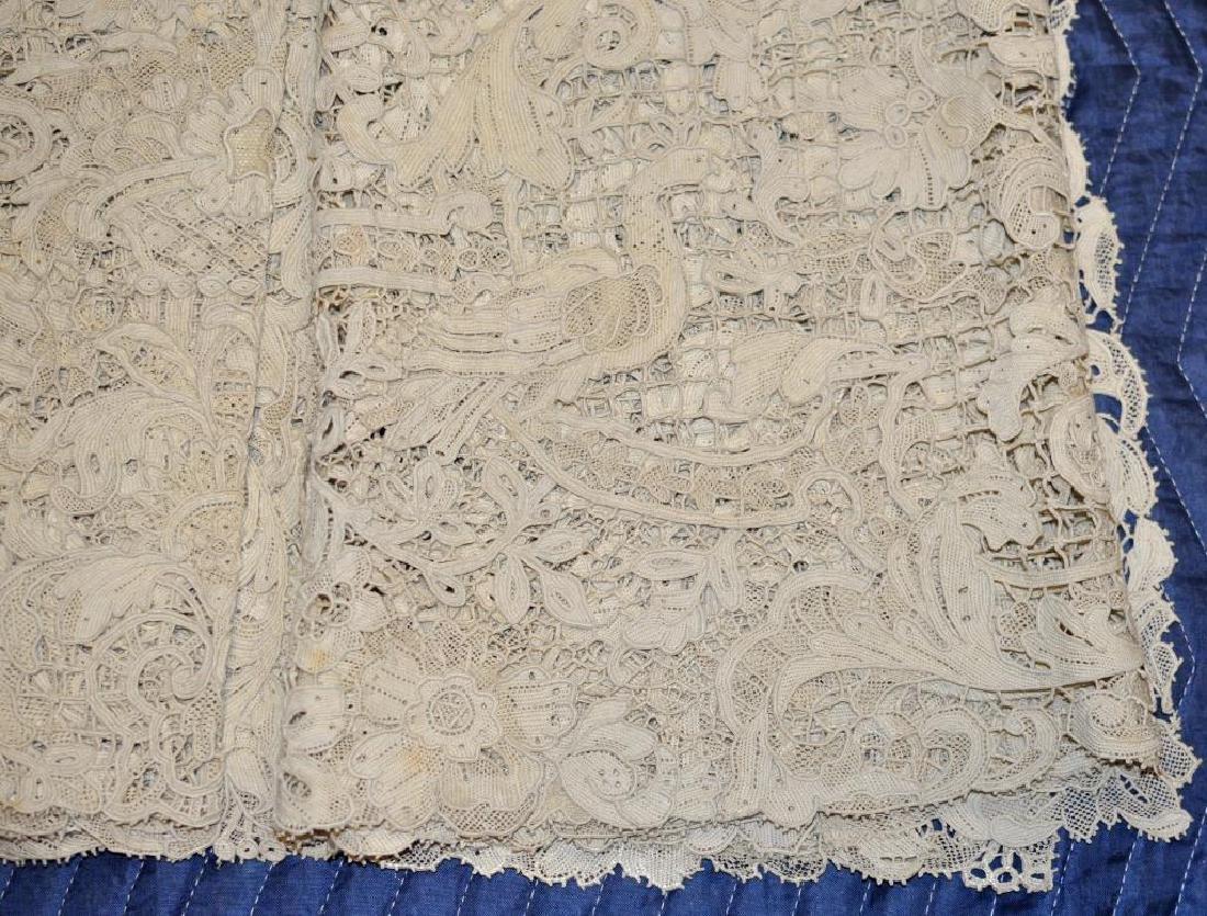 Group Lace Linen & Damask Tablecloths - 2
