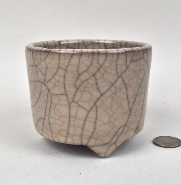 Chinese Ge Type Crackleware Pot