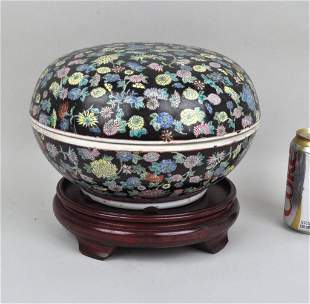 Chinese Porcelain Thousand Flower Covered Box