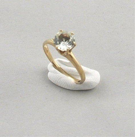 24: 10K Gold Ladies Ring w/Green Stone