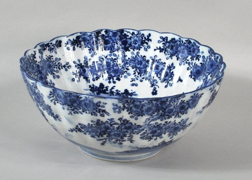 15: Chinese Blue & White Scalloped Porcelain Bowl