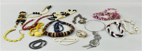 93 Group Fifteen Costume Jewelry Necklaces