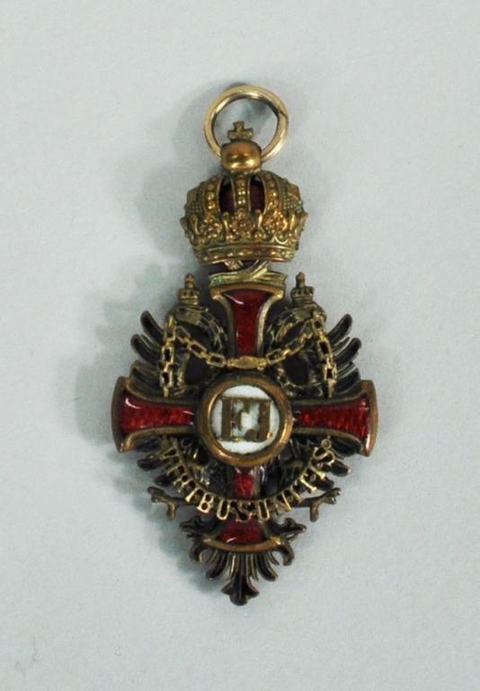 1: Austrian WWI Enamel & Gilt Bronze Military Medal