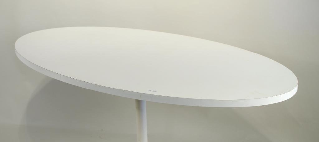 Eero Saarinen For Knoll Oval Dining Table - 2
