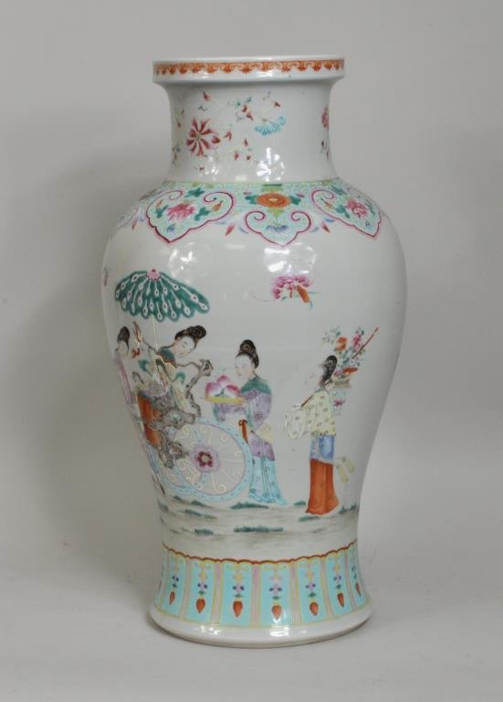Chinese Famille Rose Decorated Vase - 2