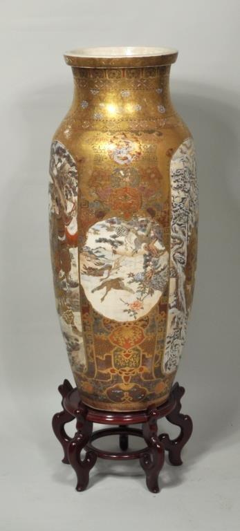 Japanese Porcelain Satsuma Palace Vase/Stand - 3