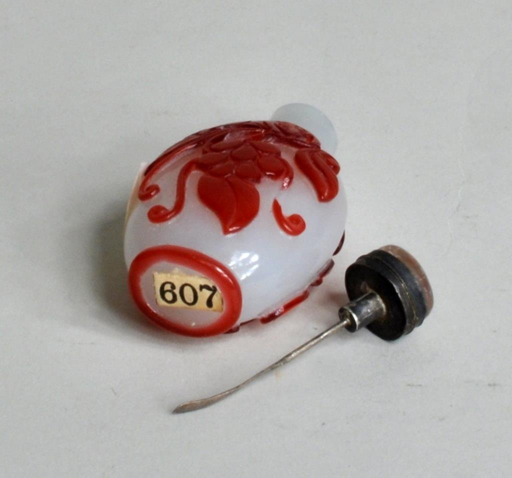 Chinese Cameo Glass Snuff Bottle - 3