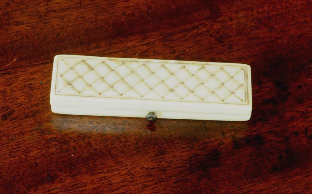 Small Ivory/Gold Memento Mori Patchbox