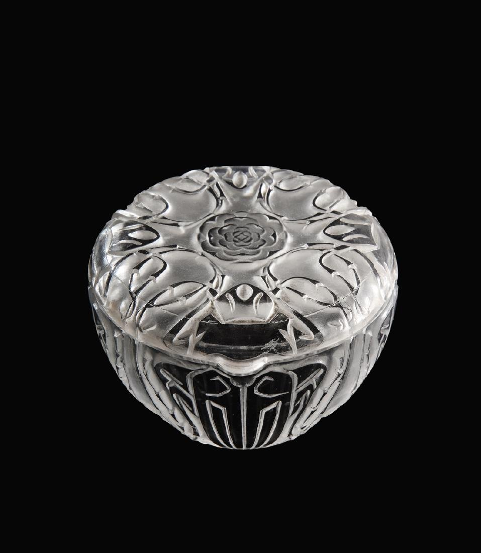 "1911 R. Lalique ""Quatre Scarabees"" powder box"