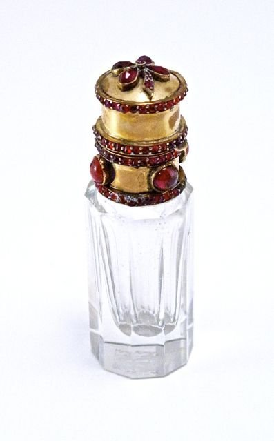 c1900 European scent bottle, faceted clear crystal, 9ct