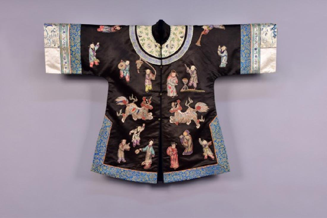 CHINESE SILK APPLIQUED SURCOAT, EARLY 20th C