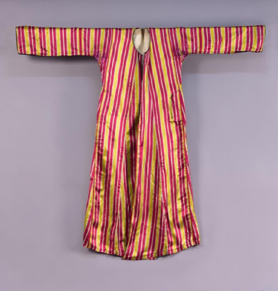 MIDDLE EASTERN SILK ROBE, EARLY 20th C