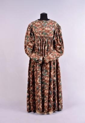PRINTED COTTON DAY DRESS, 1830s