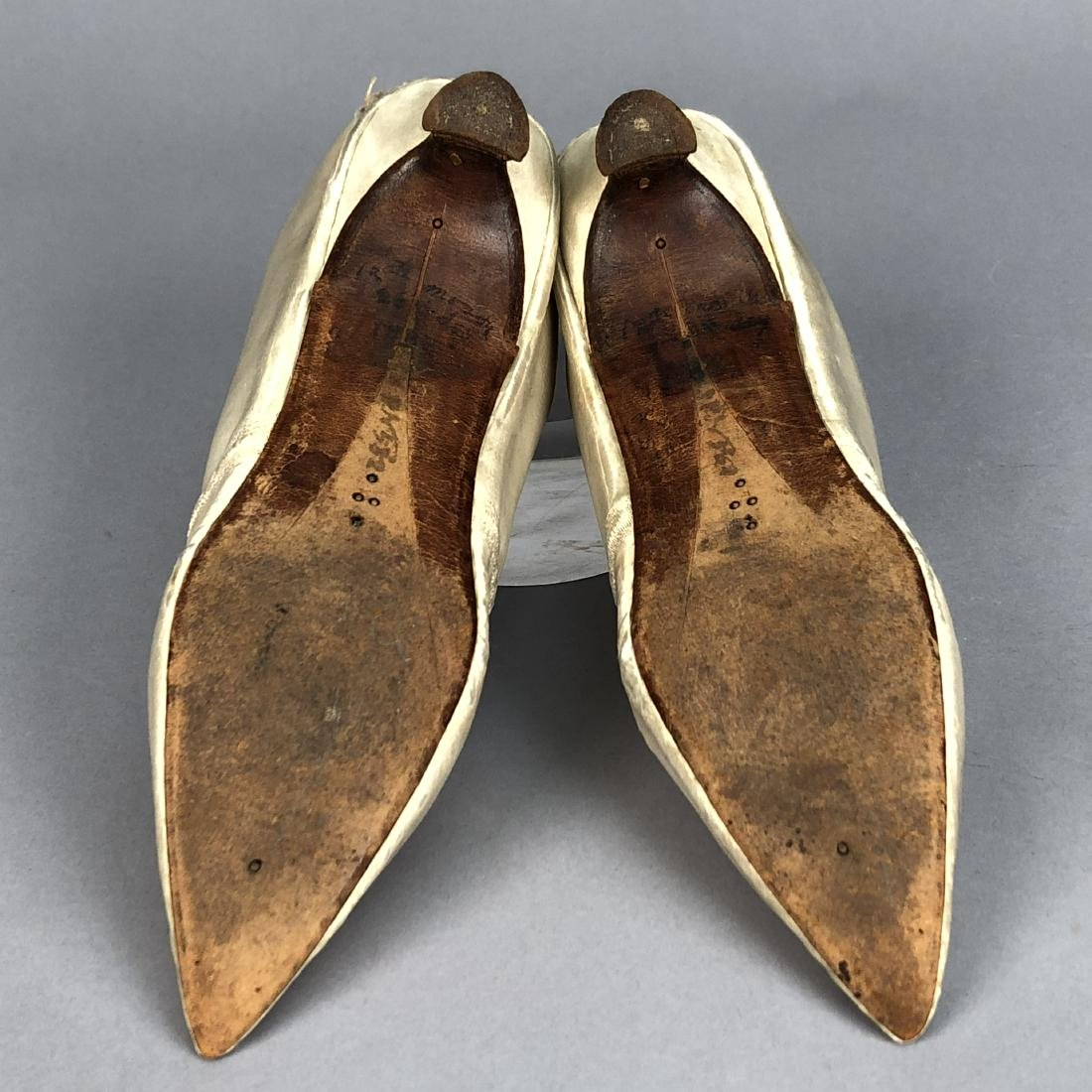 WHITE SATIN PUMPS, c. 1790 - 3