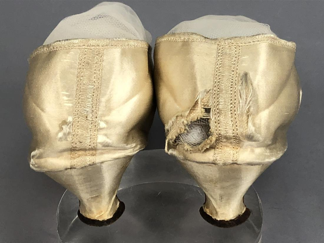 WHITE SATIN PUMPS, c. 1790 - 4