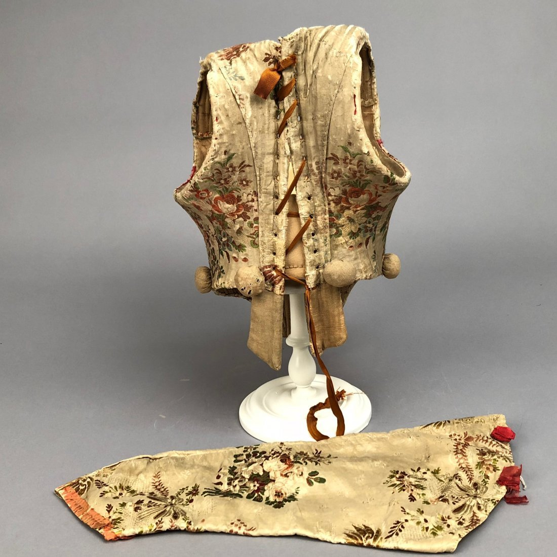 FLORAL BROCADED CORSET with SEPARATE SLEEVE, 1780 -