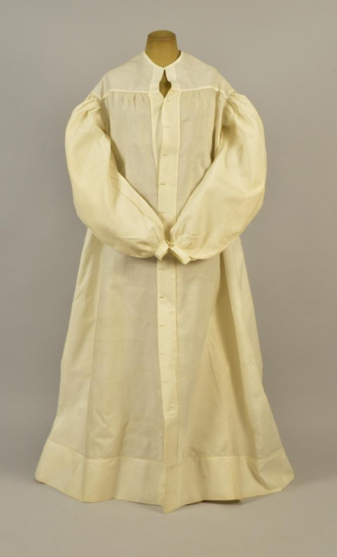WHITE COTTON MUSLIN DRESSING GOWN, 1830