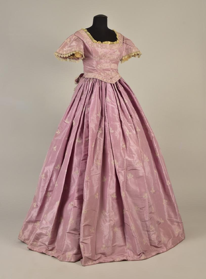EMBROIDERED TAFFETA DRESS, attributed to HARRIET LANE,