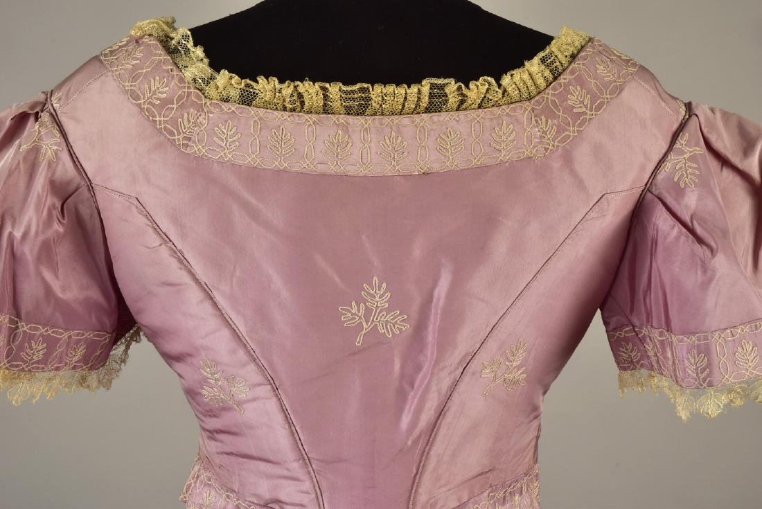 EMBROIDERED TAFFETA DRESS, attributed to HARRIET LANE, - 3