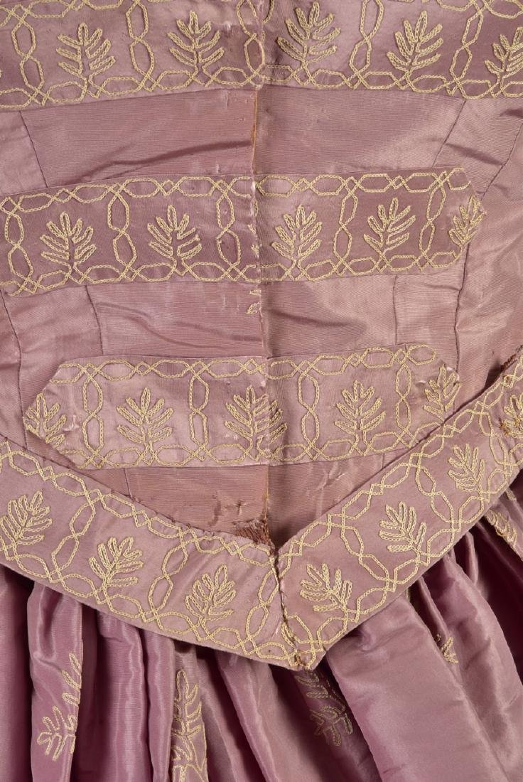 EMBROIDERED TAFFETA DRESS, attributed to HARRIET LANE, - 4