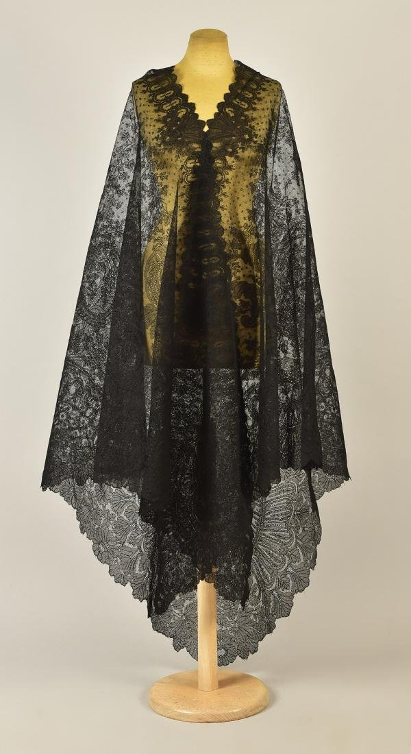 LARGE CHANTILLY LACE SHAWL, 1860s - 2