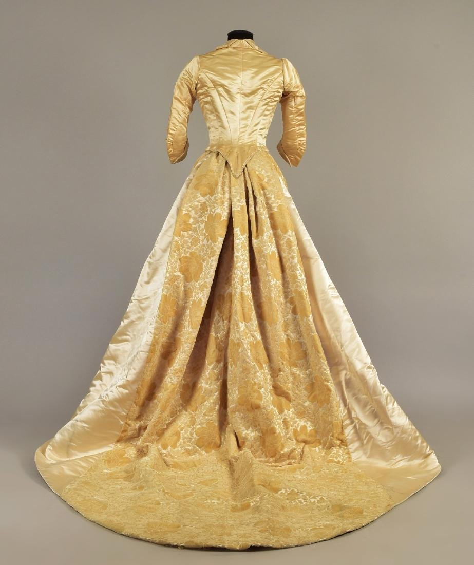 VOIDED VELVET GOWN with TWO BODICES, QUEEN LOUISE of - 2