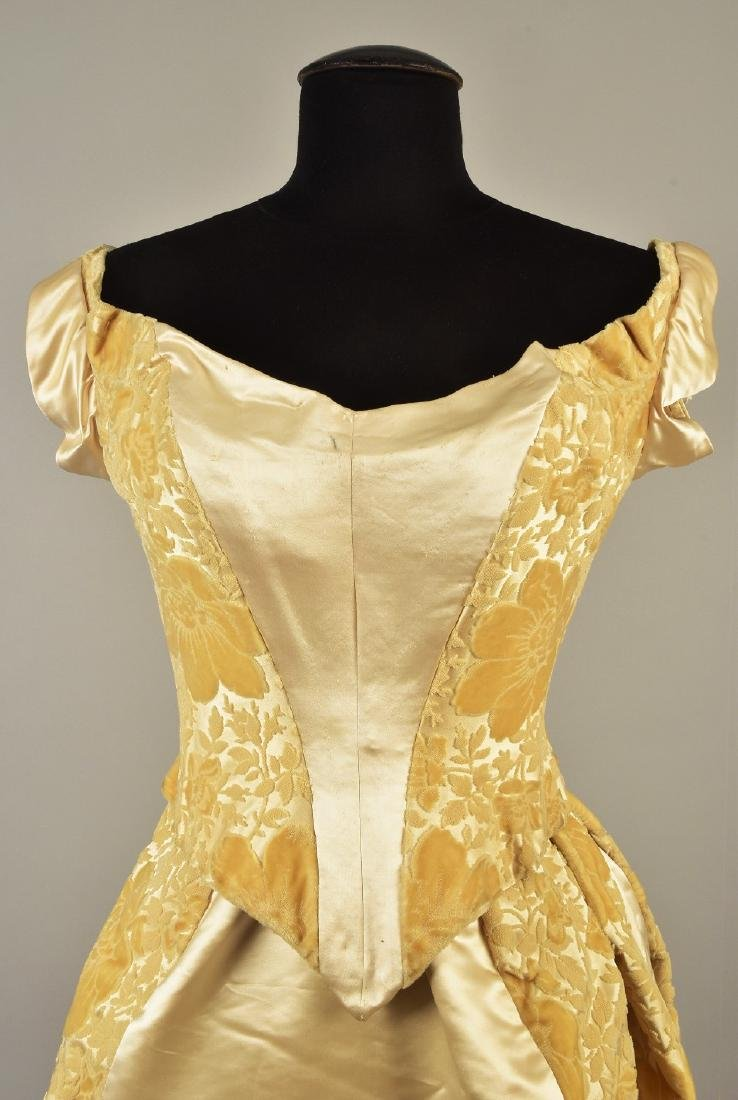 VOIDED VELVET GOWN with TWO BODICES, QUEEN LOUISE of - 4