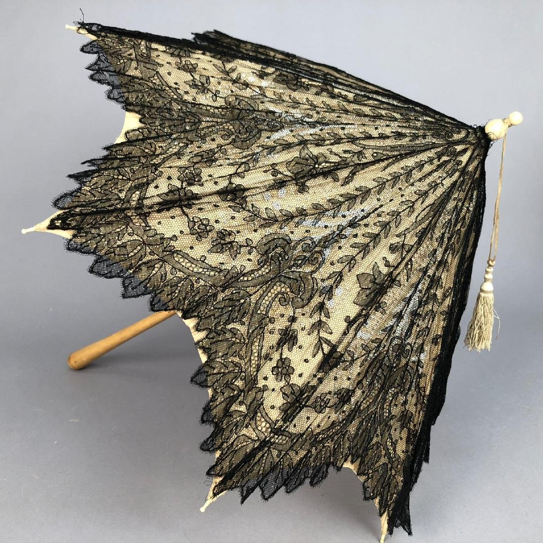 CHANTILLY LACE PARASOL, QUEEN VICTORIA, 1865 - 1875 - 3