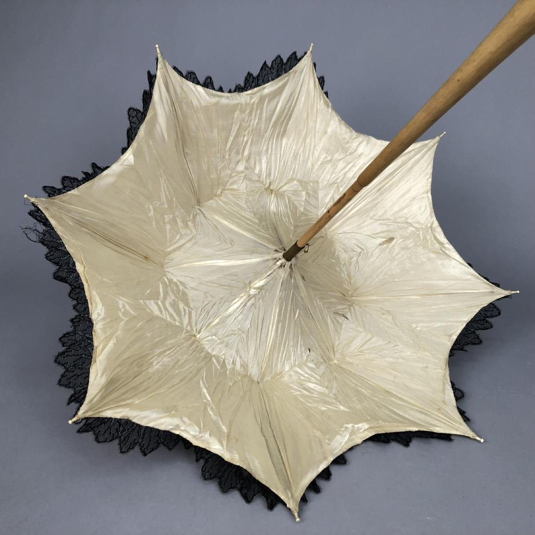 CHANTILLY LACE PARASOL, QUEEN VICTORIA, 1865 - 1875 - 4