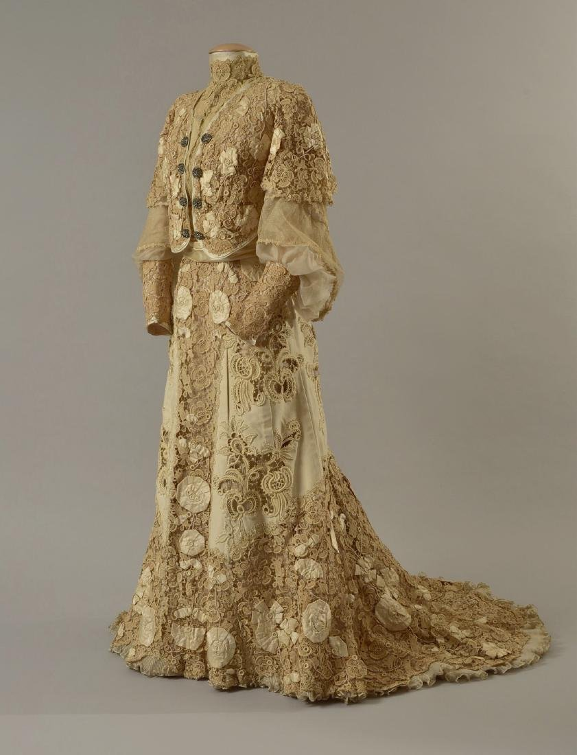 ENGLISH WOOL and LACE AFTERNOON GOWN, 1901