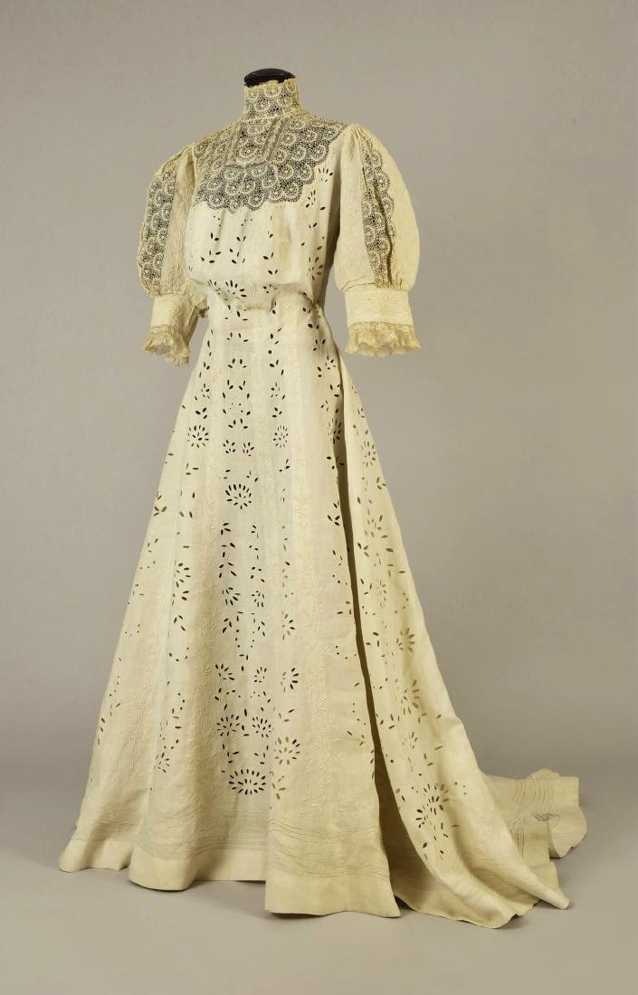 TRAINED LINEN and LACE DRESS, attributed to QUEEN MARY,
