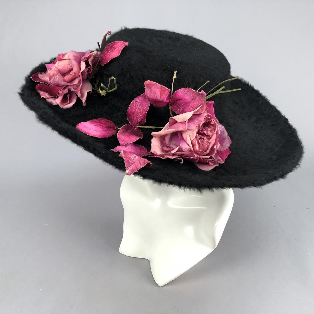 OVERSIZED WIDE-BRIM BEAVER HAT with ROSES, 1910