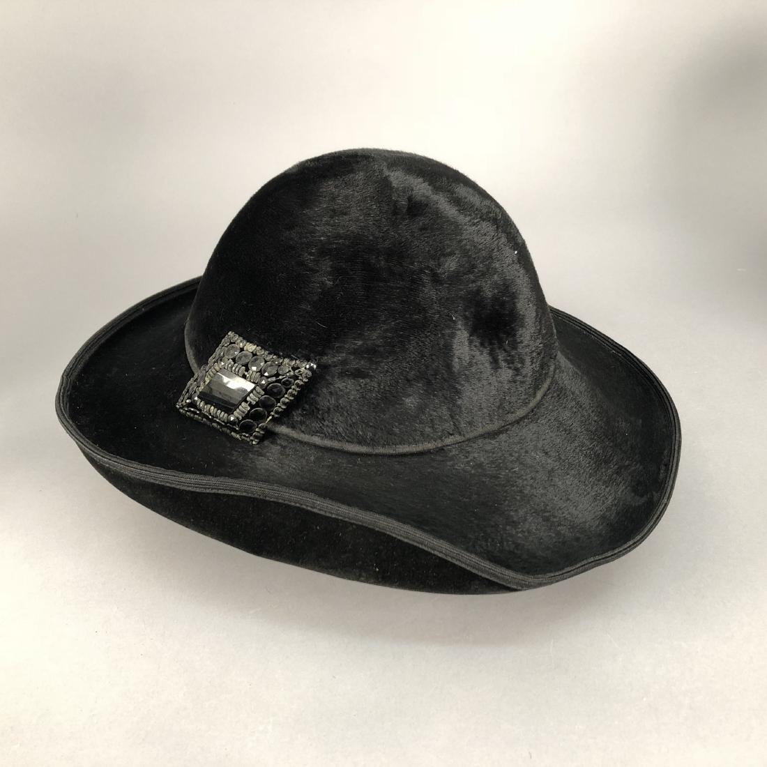 FOUR VELVET HATS, 1914 - 1918 - 5