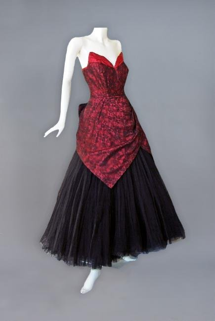 JACQUES HEIM COUTURE SILK and CHANTILLY LACE GOWN, c.