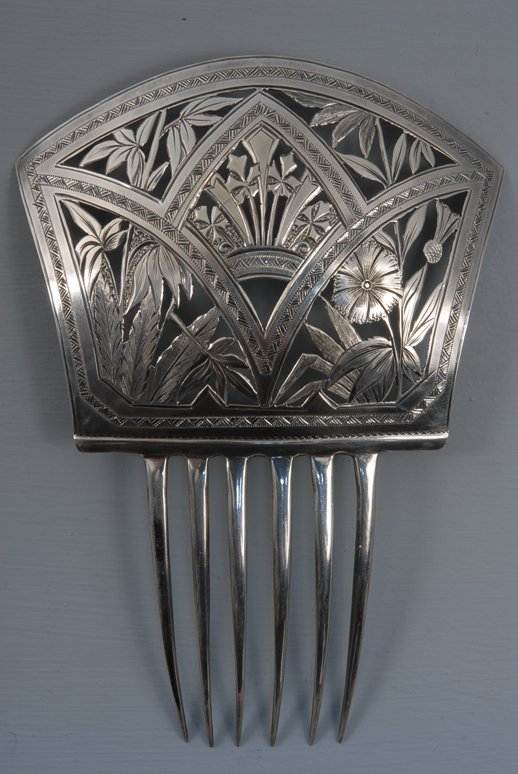 27: VICTORIAN STERLING SILVER HIGH BACK HAIR COMB, c. 1
