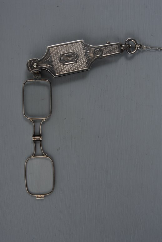 45: WHITE GOLD LORGNETTE, EARLY 20th C Engraved and eng
