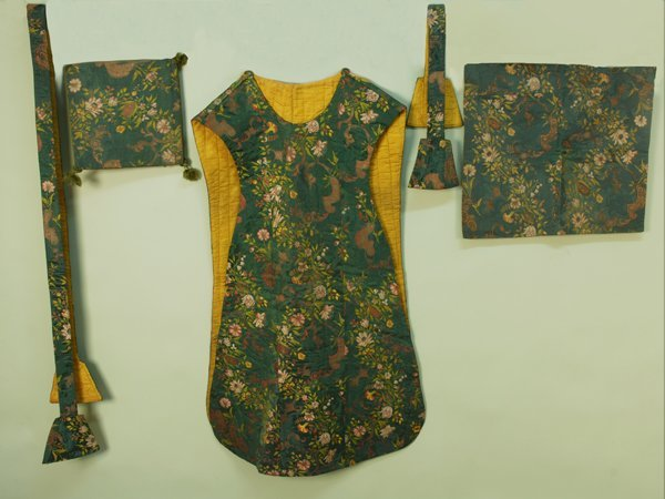 20: SILK BROCADE CHASUBLE and ACCESSORIES, 19th C. Gree