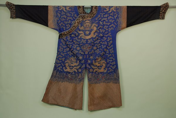 36: CHINESE DRAGON ROBE, c. 1890. Blue silk with couche