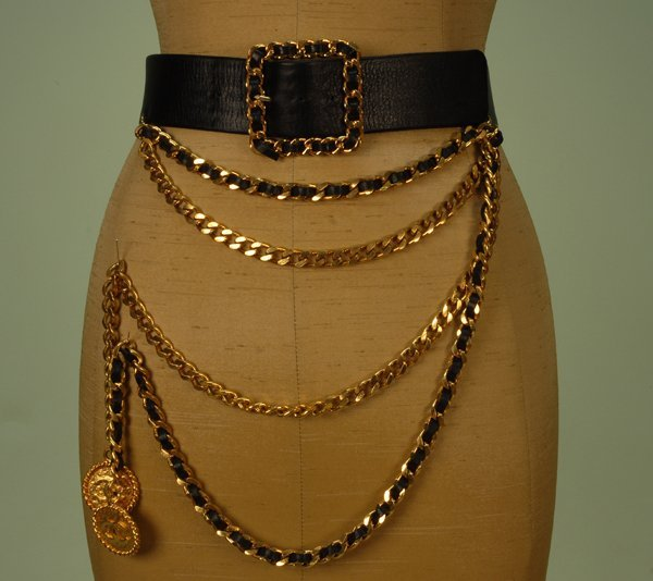 560: CHANEL LEATHER and BRASS CHAIN LINK BELT, LATE 20t
