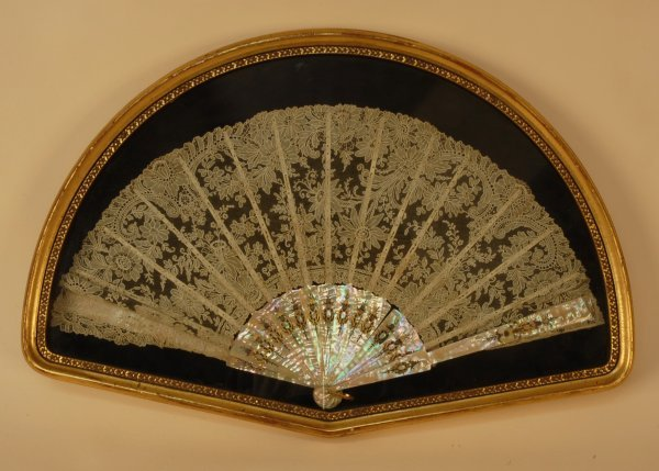 325: FRAMED ALENCON LACE and MOTHER of PEARL BRIDAL FAN