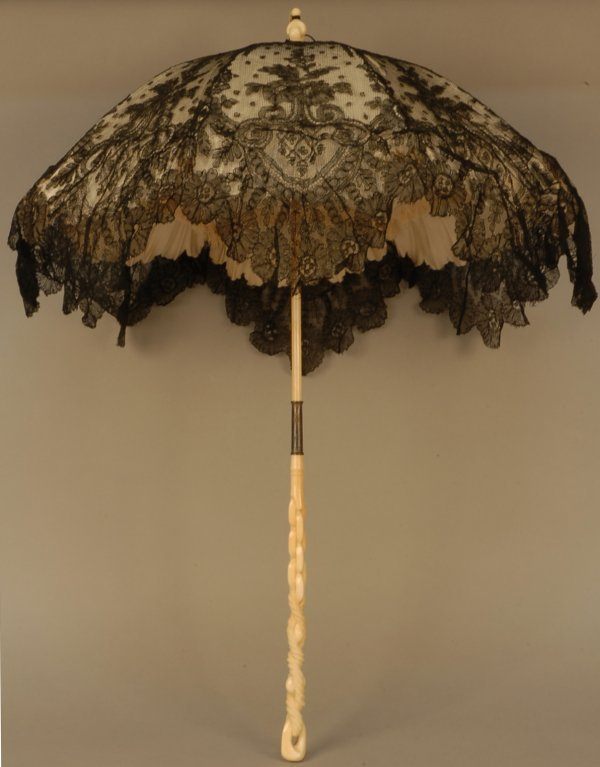 326: FOLDING CHANTILLY LACE PARASOL CARVED IVORY HANDLE