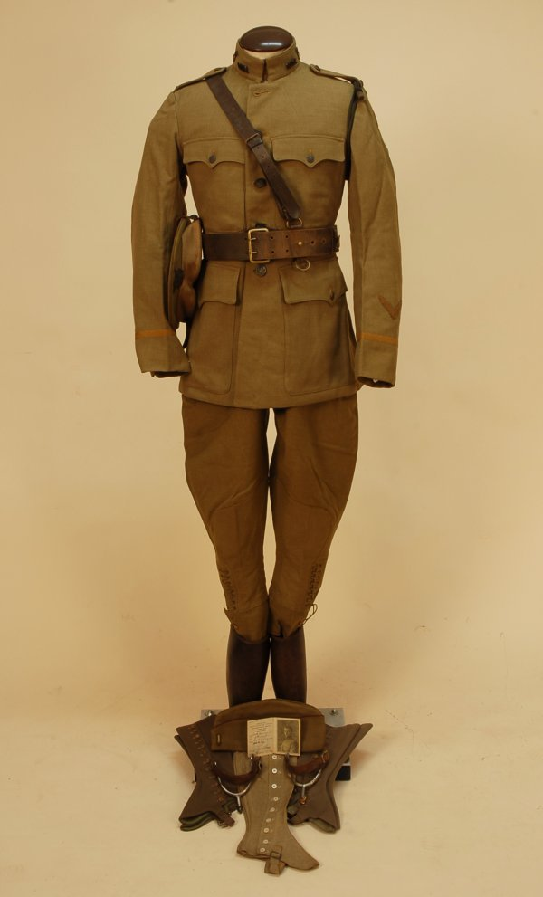 434: WWI MEDICAL OFFICER'S UNIFORM, c. 1914. Very compl