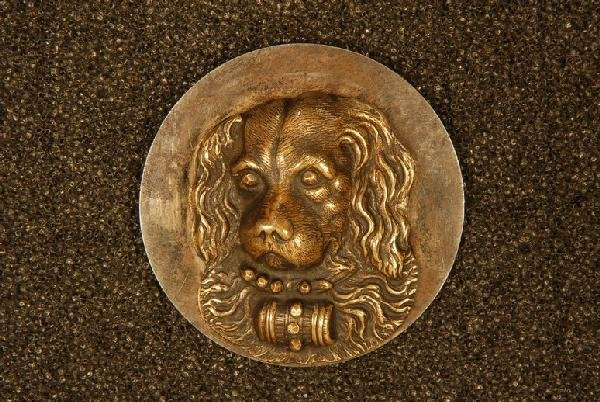 HIGH RELIEF ST. BERNARD BUTTON. Large silvered brass 1-